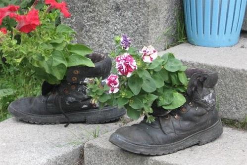 фото рваной обуви
